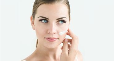Czy tłustą skórę trzeba nawilżać?